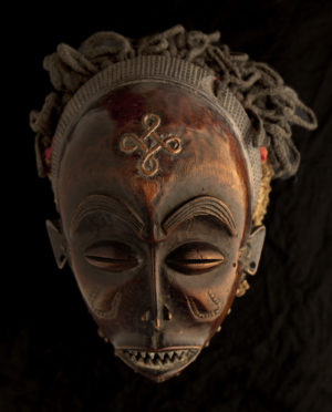 Maschera Angola Chokwe P0027 - Art Primitivo e contemporaneo - gallery Arts - arte primitiva africa - shop - spoleto umbria